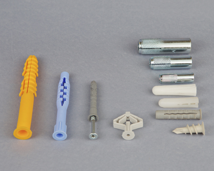 Tiplik dűbelek Anchors and plugs Ștecher, diblu